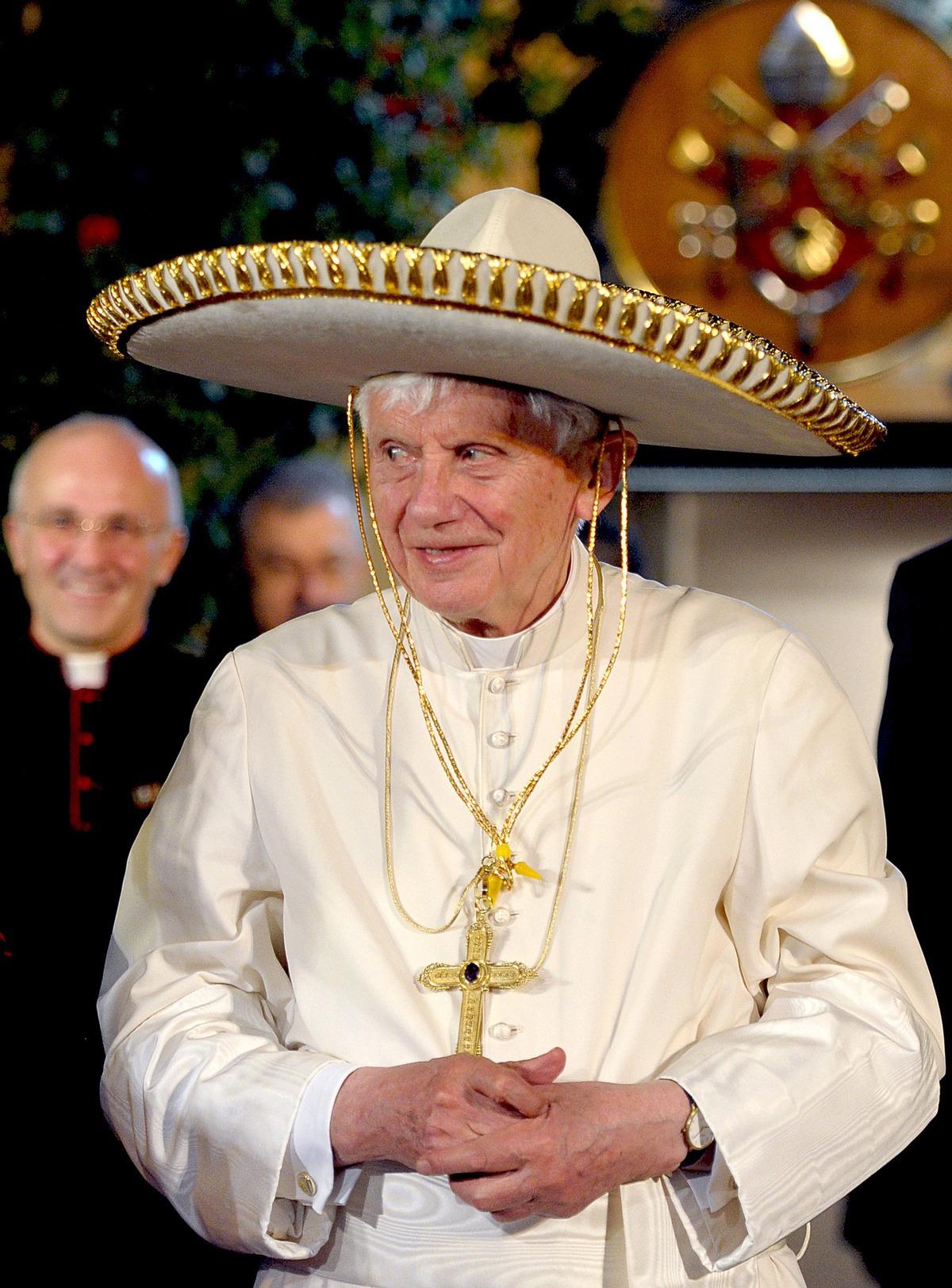 pope-benedict-sombrero